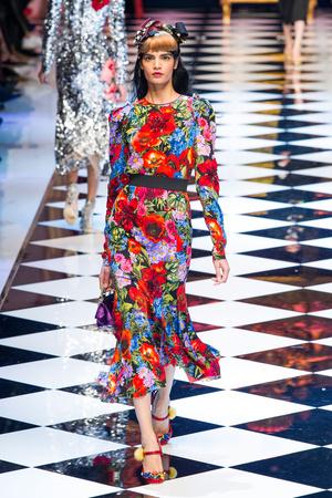 Показ Dolce & Gabbana коллекции сезона Осень-зима 2016-2017 года prêt-à-porter - www.elle.ru - Подиум - фото 605410