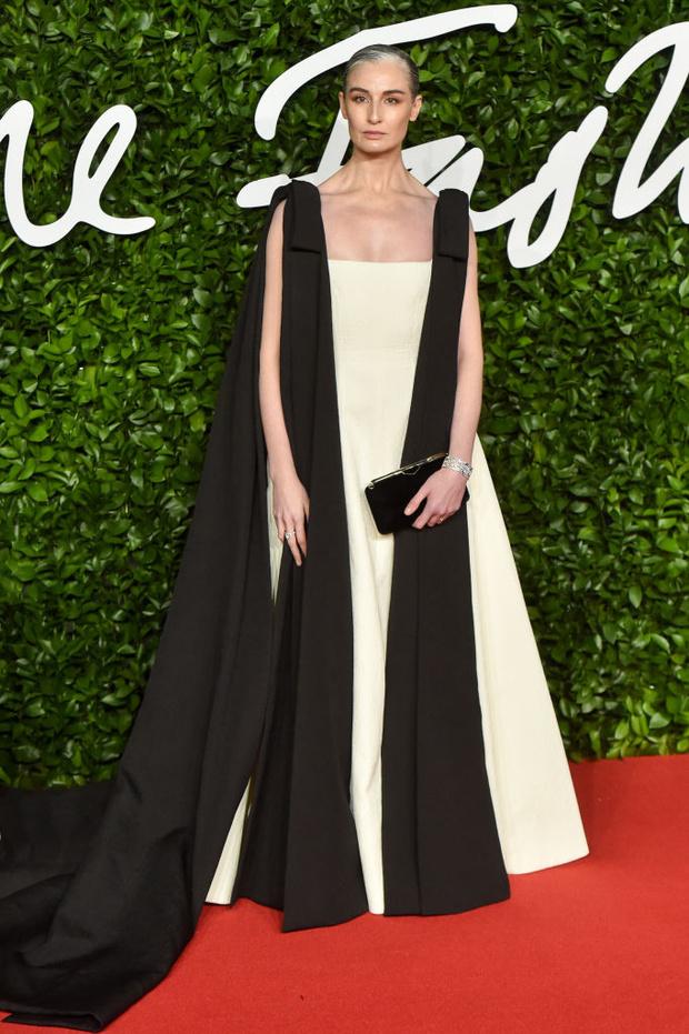 Блеск пайеток и прозрачные ткани: самые красивые платья церемонии Fashion Awards 2019 (фото 16)