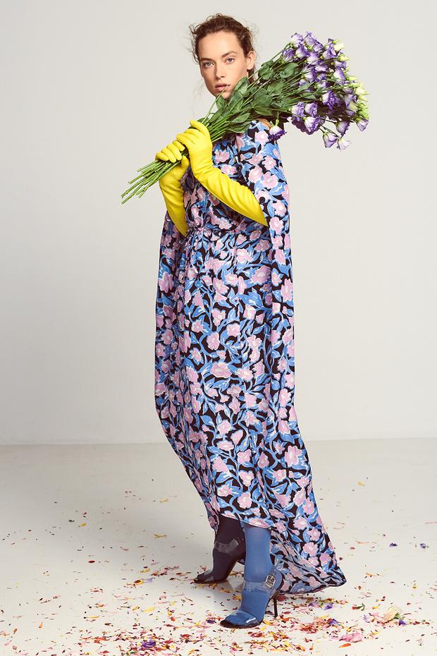 Цветочная поляна: нежные девичьи образы, сотканные из цветочного принта и хайку японских поэтесс (фото 11)