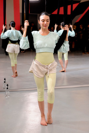 Показ Adidas by Stella McCartney коллекции сезона Весна-лето 2014 года Prêt-à-porter - www.elle.ru - Подиум - фото 567004