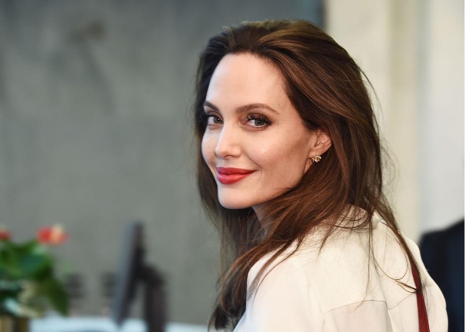 Красота вне времени: бьюти-секреты Анджелины Джоли фото [11]