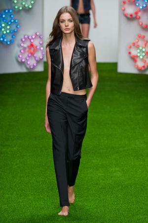 Показы мод Jasper Conran Весна-лето 2013 | Подиум на ELLE - Подиум - фото 1188