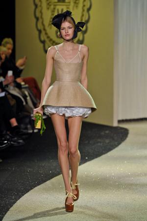 Показ Ulyana Sergeenko коллекции сезона Весна-лето 2013 года Haute couture - www.elle.ru - Подиум - фото 479066