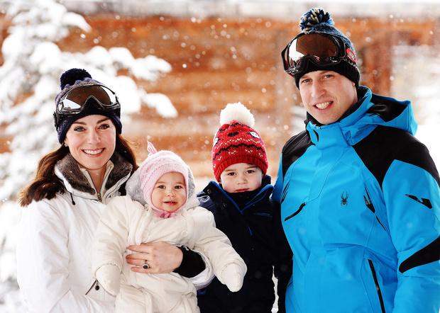 Кейт Миддлтон, принцесса Шарлотта, принц Георг и принц Уильям фото