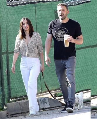 Но есть и хорошие новости: Ана де Армас и Бен Аффлек на прогулке (фото 1.2)