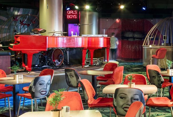 «Безумный» бар Crazy Pianos в Гааге (фото 14)