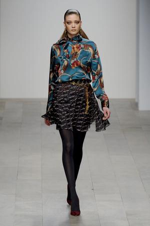Показы мод Issa London Осень-зима 2011-2012 | Подиум на ELLE - Подиум - фото 2295