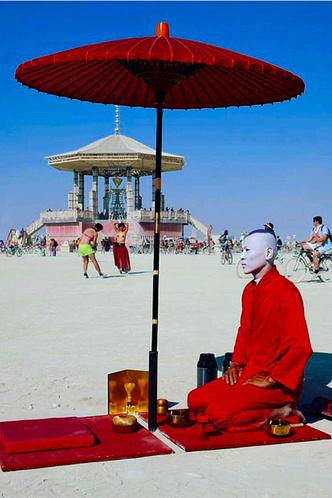 Буря в пустыне: Эдгардо Озорио — о том, как выжить на фестивале Burning Man фото [8]