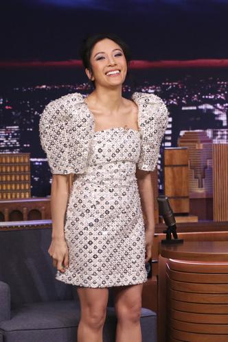 Этой весной нам всем будет нужно платье с рукавами-фонариками как у Констанс Ву (фото 1.1)