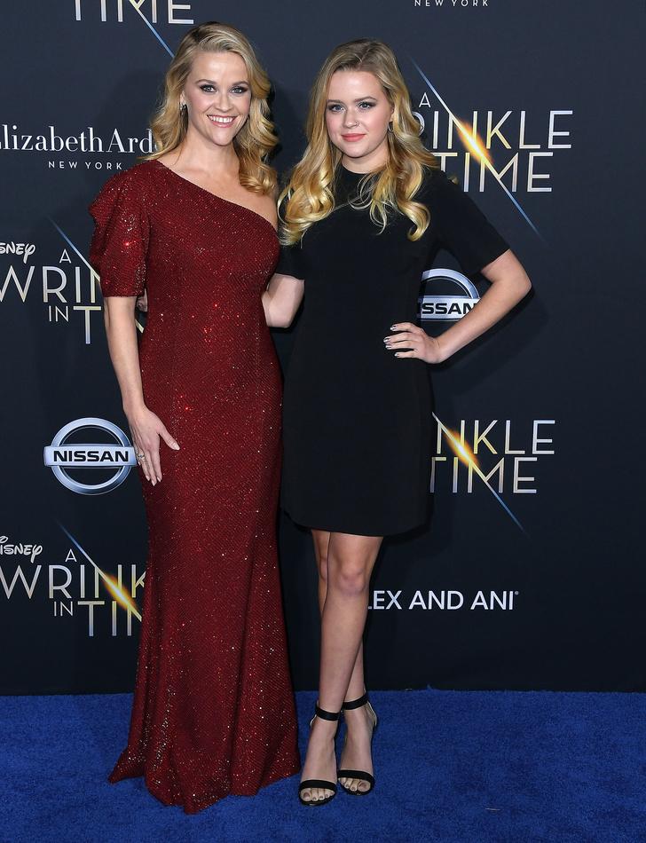 Как сестры: Риз Уизерспун вместе с дочерью на премьере фильма «Излом времени» в Лос-Анджелесе (фото 3)