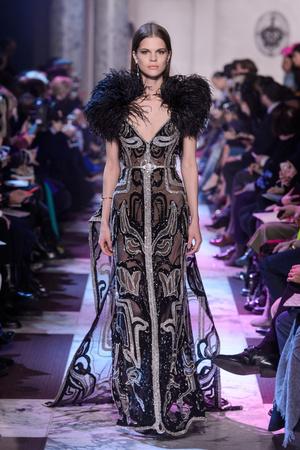Показ Elie Saab коллекции сезона Весна-лето 2018 года Haute couture - www.elle.ru - Подиум - фото 675211
