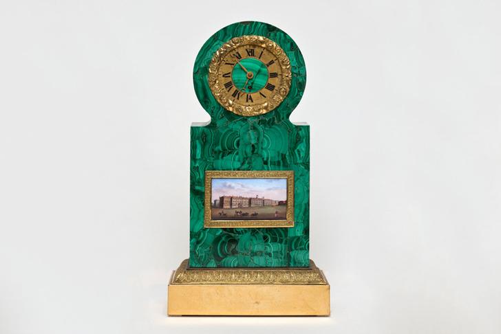 Каминные часы с видом Зимнего дворца, 1820-1830 гг.