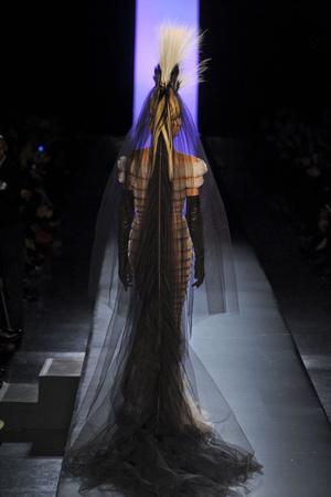 Показ Jean Paul Gaultier коллекции сезона Весна-лето 2011 года Haute couture - www.elle.ru - Подиум - фото 217244
