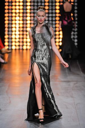 Показ Julien Fournie коллекции сезона Осень-зима 2012-2013 года Haute couture - www.elle.ru - Подиум - фото 404514