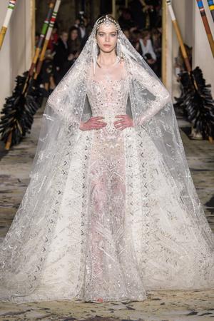 Показ Zuhair Murad коллекции сезона Весна-лето 2018 года Haute couture - www.elle.ru - Подиум - фото 677841