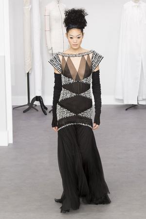 Показ Chanel коллекции сезона Осень-зима 2016-2017 года haute couture - www.elle.ru - Подиум - фото 607048