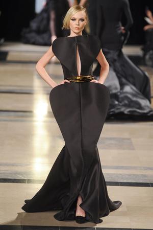 Показ Stephane Rolland коллекции сезона Весна-лето 2011 года Haute couture - www.elle.ru - Подиум - фото 215988