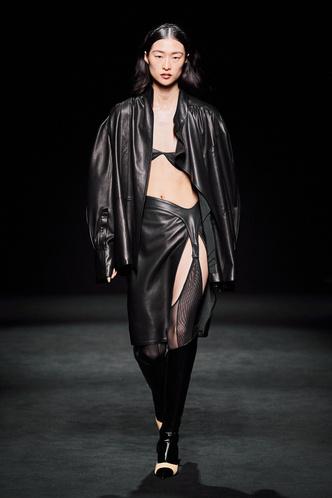 Прозрачные ткани, глубокое декольте и кожа: Mugler FW 2020 (фото 2.1)