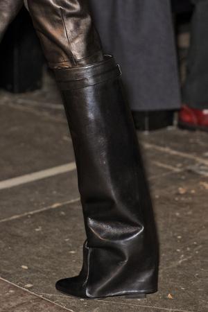 Показ Givenchy коллекции сезона Осень-зима 2012-2013 года Prêt-à-porter - www.elle.ru - Подиум - фото 383754