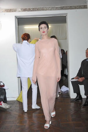 Показ Adeline Andre коллекции сезона Весна-лето 2010 года Haute couture - www.elle.ru - Подиум - фото 138070