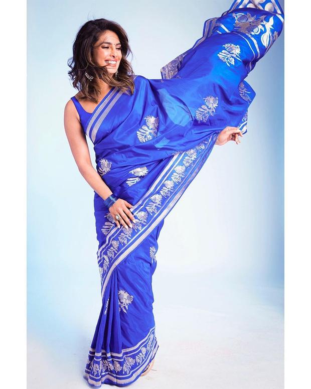 Синий бог: роскошный образ Приянки Чопры в сари (фото 1)