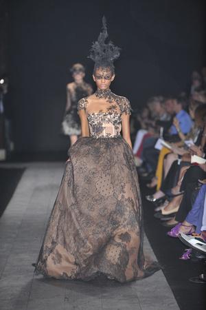 Показ Valentino коллекции сезона Осень-зима 2009-2010 года haute couture - www.elle.ru - Подиум - фото 88426