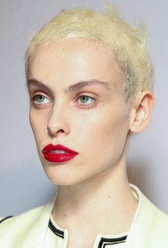 Как повторить лучшие бьюти-образы парижской Недели моды фото [2]