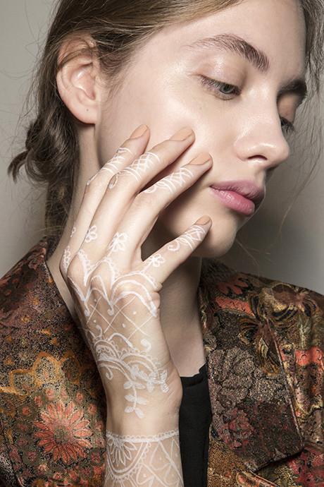 5 трендов в дизайне ногтей: идеи с показов весна-лето 2018 фото [16]