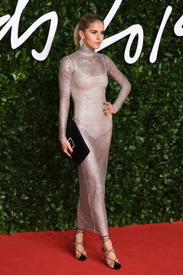 Блеск пайеток и прозрачные ткани: самые красивые платья церемонии Fashion Awards 2019 (фото 12)