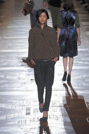 Показы мод Dries Van Noten Осень-зима 2010-2011 | Подиум на ELLE - Подиум - фото 2740