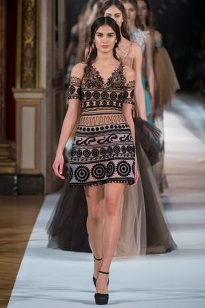 Показ Yanina Couture коллекции сезона Весна-лето  2017 года Haute couture - www.elle.ru - Подиум - фото 616428