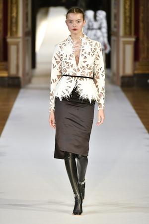 Показ Yanina Couture коллекции сезона Осень-зима 2017-2018 года haute couture - www.elle.ru - Подиум - фото 624006