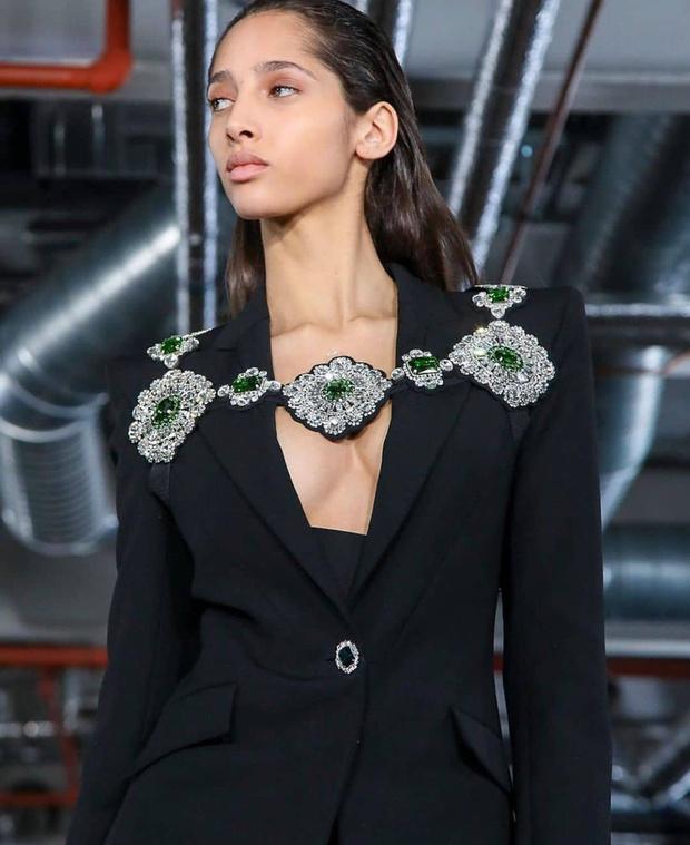 Черный – новый черный: показ David Koma на London Fashion Week (фото 24)