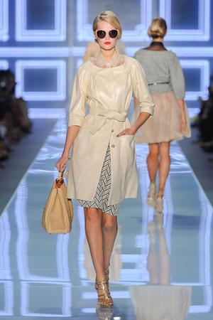 Показ Christian Dior коллекции сезона Весна-лето 2012 года prêt-à-porter - www.elle.ru - Подиум - фото 310568
