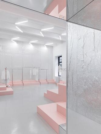 Яркая концепция в минималистичном дизайне в магазине от AKZ Architectura (фото 3)
