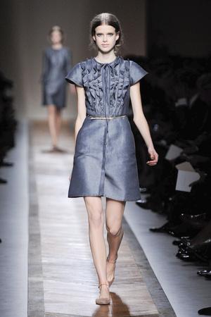 Показы мод Valentino Весна-лето 2011 | Подиум на ELLE - Подиум - фото 2474