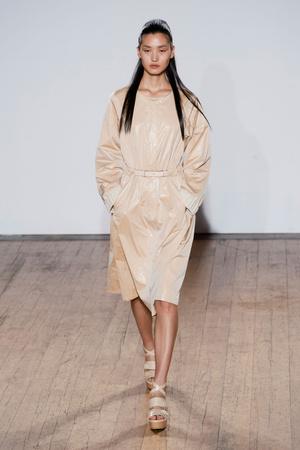 Показы мод Nicole Farhi Весна-лето 2013 | Подиум на ELLE - Подиум - фото 1178