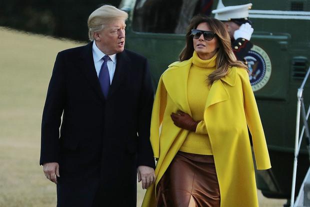Мелания Трамп в желтом пальто и кожаной юбке на встрече в Цинциннати (фото 3)