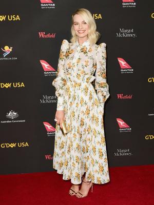 Марго Робби в платье Zimmermann с цветочным принтом на гала-вечере G'Day (фото 1)