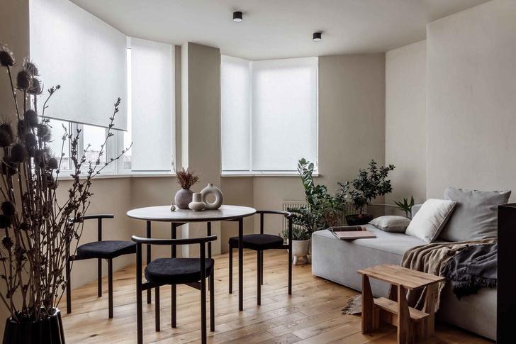 Брутальная квартира в бежевых тонах с черной спальней 72 м² (фото 3)