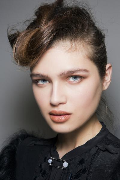 Бьюти-тренды осень-зима 2017/18: волосы | галерея [9] фото [3]