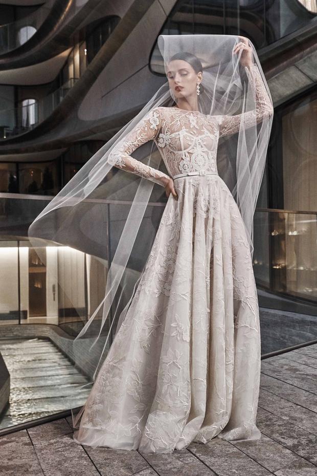 16 платьев из новой свадебной коллекции  Naeem Khan (фото 2)