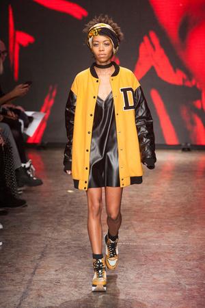 Показы мод DKNY Осень-зима 2014-2015 | Подиум на ELLE - Подиум - фото 3831