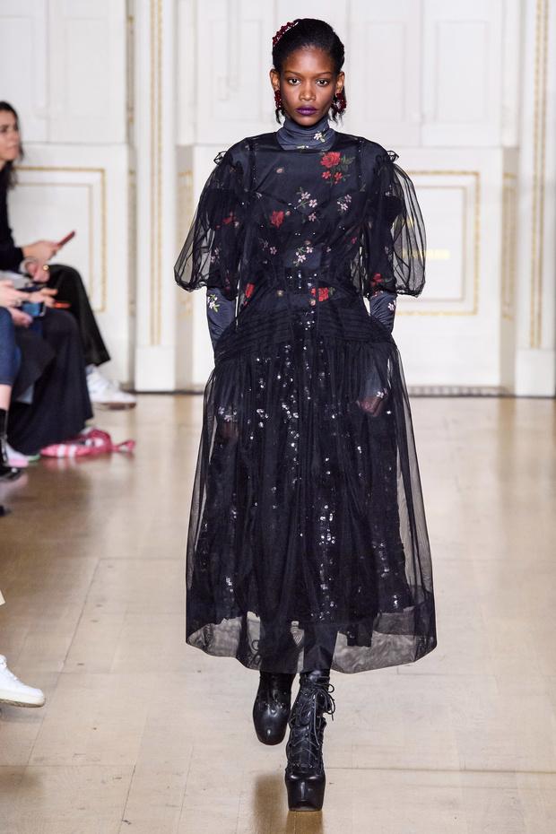 Хлоя Севиньи стала моделью на показе Simon Rocha в Лондоне (фото 3)