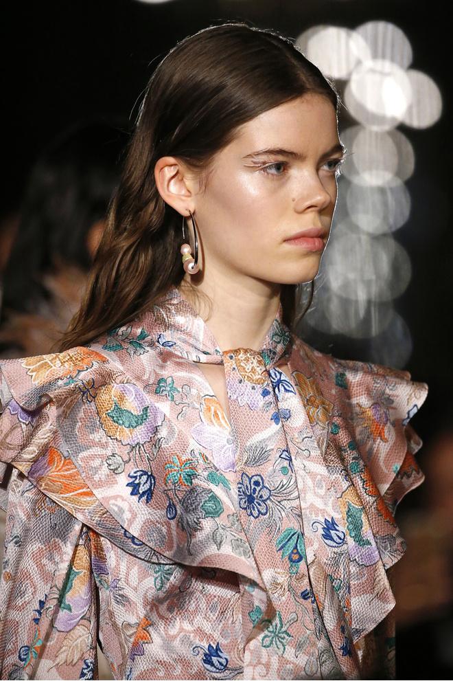 Макияж и укладки: 12 самых красивых образов Недели моды в Лондоне (фото 6)