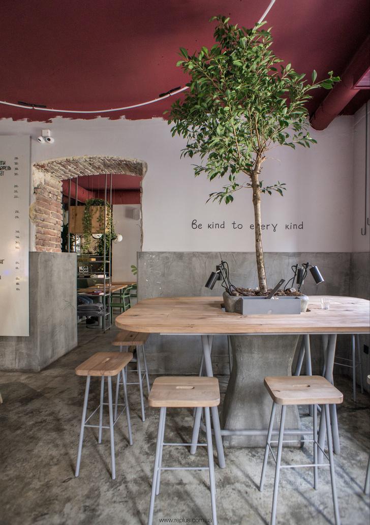 Веганское кафе OMNOMNOM в Львове (фото 13)