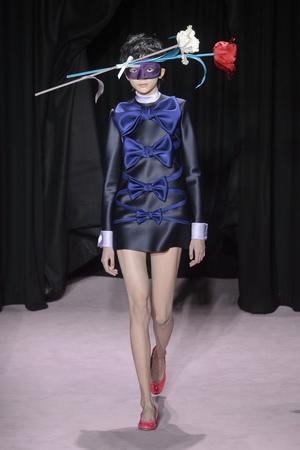Показ Viktor & Rolf коллекции сезона Весна-лето 2018 года Haute couture - www.elle.ru - Подиум - фото 677291