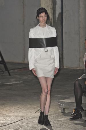 Показы мод Comme des Garcons Весна-лето 2011 | Подиум на ELLE - Подиум - фото 2494