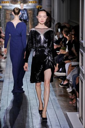 Показ Valentino коллекции сезона Осень-зима 2012-2013 года haute couture - www.elle.ru - Подиум - фото 404945