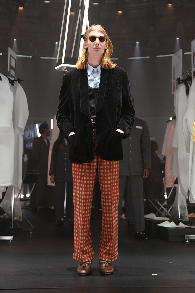 Мастера Gucci дошивали одежду прямо на показе (фото 7.1)